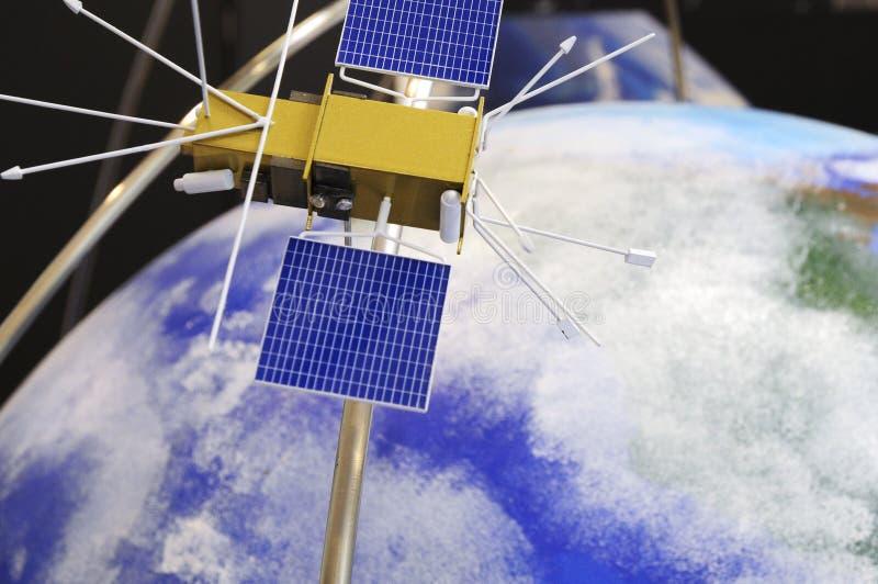 Satellit i omloppet av jord arkivbilder