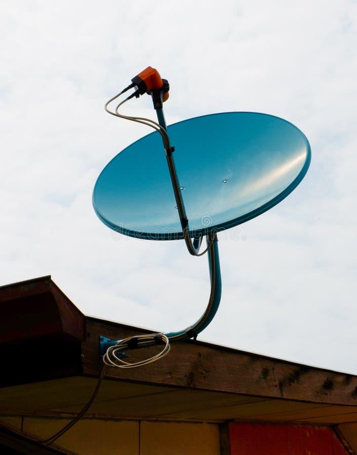 Satellit- maträtt för tv royaltyfri fotografi