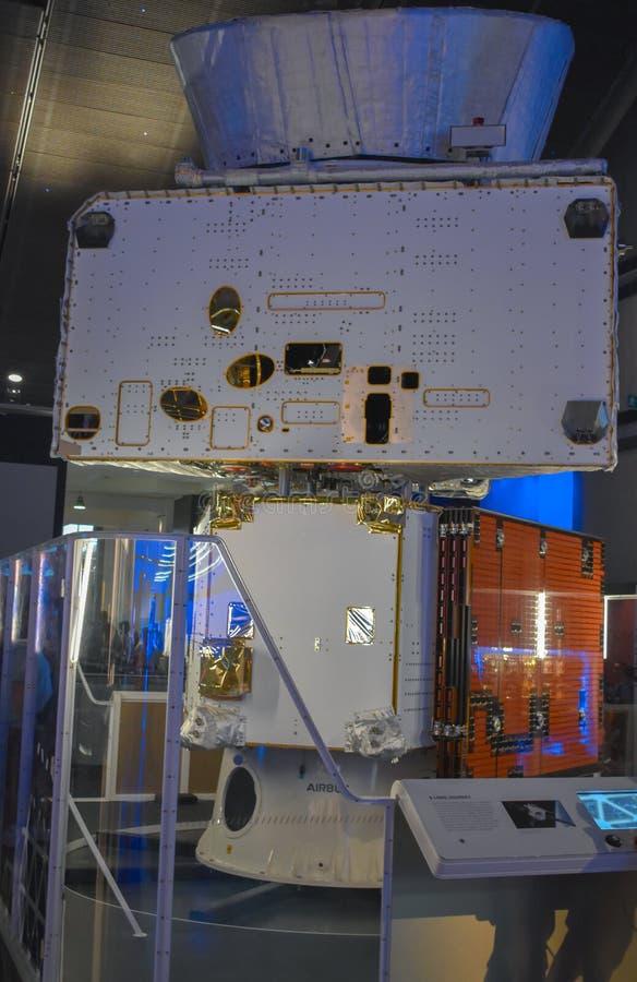Satellit- modelldetaljer på skärm inom av vetenskapsmuseet London UK royaltyfri foto
