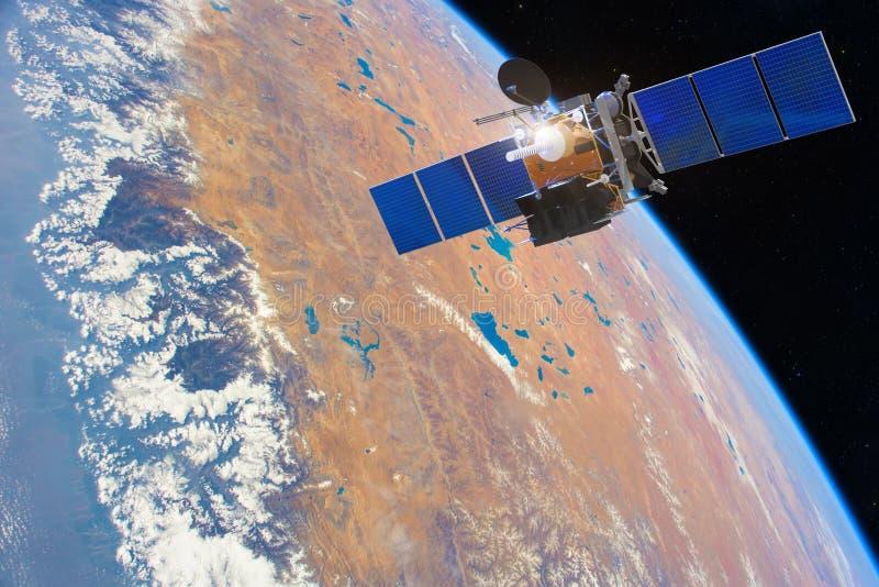 satellite di comunicazione di Basso orbita nello spazio sopra la terra Elementi di questa immagine ammobiliati dalla NASA fotografia stock