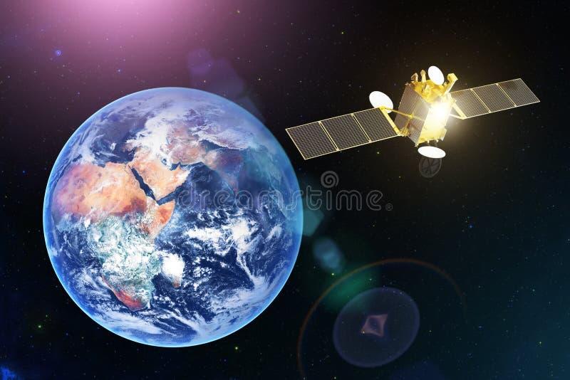Satellite di telecomunicazioni via satellite dello spazio nell'orbita geostazionaria di pianeta Terra Elementi di questa immagine fotografie stock libere da diritti