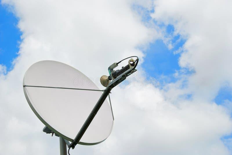 Satellitenschüssel lizenzfreies stockfoto