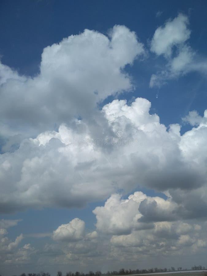 Satellites de nuages du voyageur Voyage photo stock