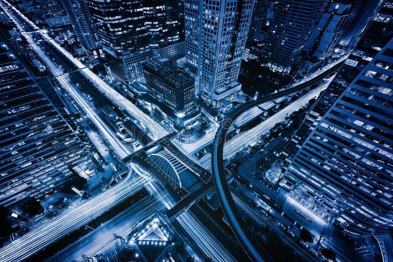 Sathorn交叉点或连接点鸟瞰图与汽车通行,街市曼谷 ?? 财政区和事务 免版税库存图片