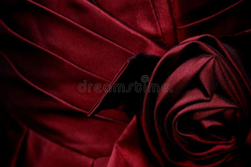 Satijn Geplooid Lijfje met Rose Embellishment royalty-vrije stock fotografie