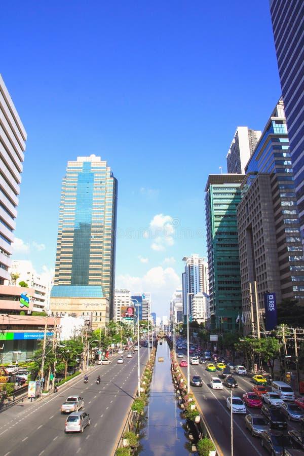 Satorn-Straße eine Mitte des Finanzgebäudes in Bangkok stockbild