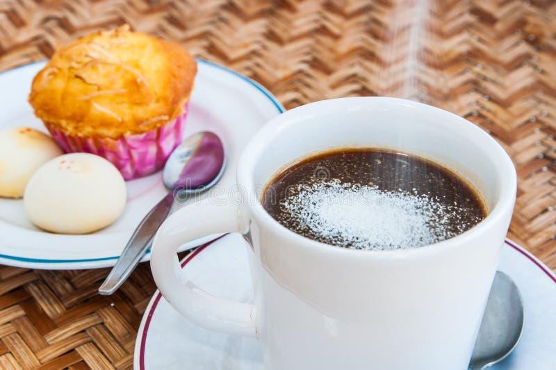 Satt ner kaffecreameren royaltyfri bild