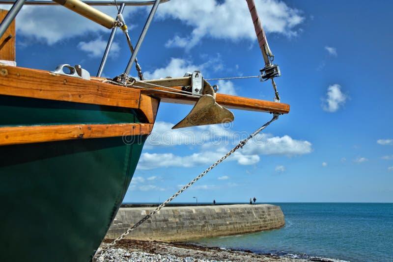 Satt på land på Monmouth ~ Lyme Regis royaltyfri foto