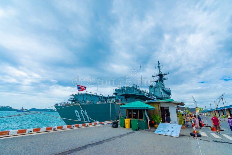 SATTAHIP THAILAND - MAJ 1 2019: Hangarfartyg f?r HTMS Chakri Naruebet p? Juksamet port p? Februari 9 i Sattahip Porten ?r en av royaltyfri bild