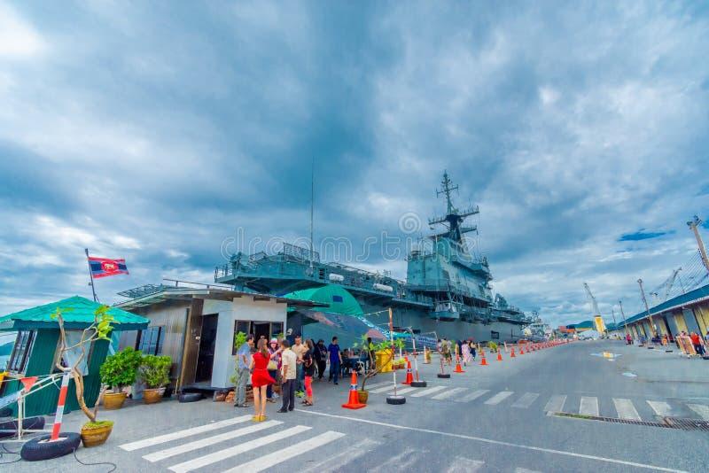 SATTAHIP THAILAND - MAJ 1 2019: Hangarfartyg f?r HTMS Chakri Naruebet p? Juksamet port p? Februari 9 i Sattahip Porten ?r en av arkivfoton