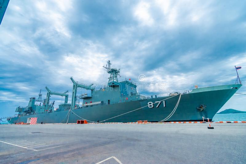 SATTAHIP THAILAND - MAJ 1 2019: Hangarfartyg f?r HTMS Chakri Naruebet p? Juksamet port p? Februari 9 i Sattahip Porten ?r en av arkivfoto