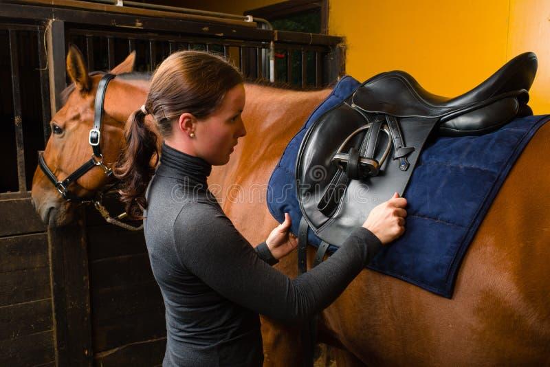 Satteln Sie ein Pferd lizenzfreies stockbild