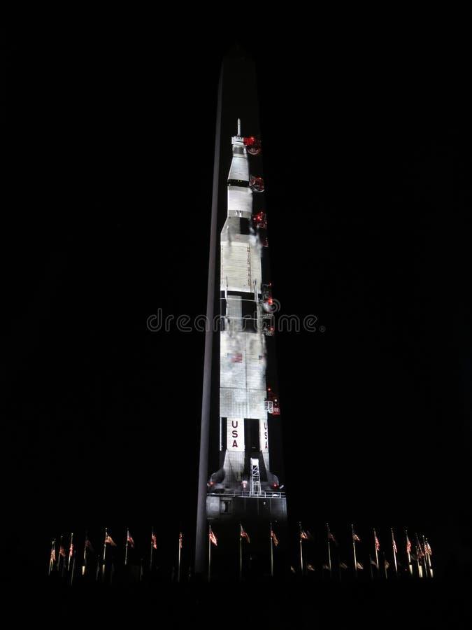 Saturn cinq Rocket Waiting pour l'ascenseur de photos libres de droits