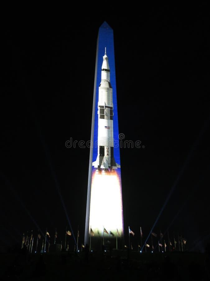Saturn Pięć Rakietowy kłoszenie księżyc obraz stock