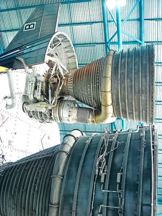 Saturn V Rocket Engines in Apollo Saturn V Centrum wordt getoond dat royalty-vrije stock fotografie