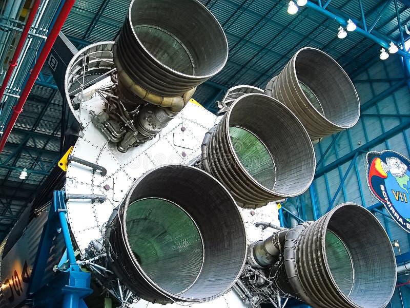 Saturn V Rocket Engines ha visualizzato nel centro di Apollo Saturn V fotografia stock libera da diritti