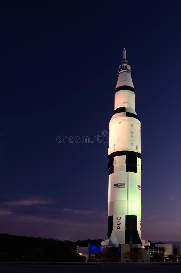 Saturno V en los Nightlights fotografía de archivo