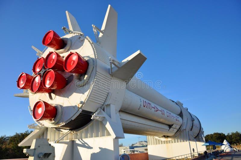 Saturnus V raketmodel in RuimteCentrum Kennedy royalty-vrije stock foto