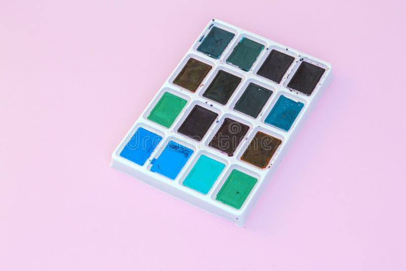 Satz Aquarelle auf violettem Hintergrund lizenzfreie stockfotos