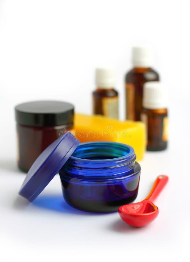 Bestandteile für die Herstellung der selbst gemachten Kosmetik lizenzfreie stockfotografie