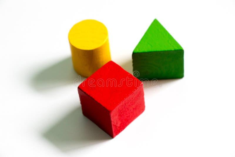 Satz bunten hölzernen Formspielzeug Quadrats, Dreieck, rund stockfoto