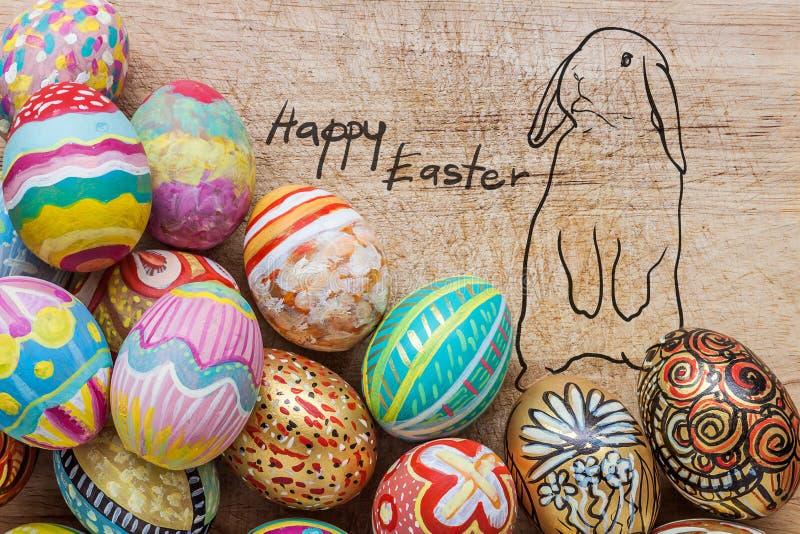 Satz bunten Ostereies mit Zeichnung des Kaninchens stockbilder