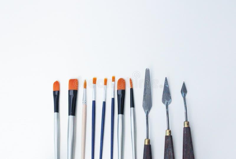 Satz der bunten Werkzeuge auf dem weißen Hintergrund lizenzfreie stockfotos