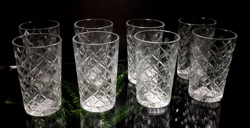 Satz der leeren Luxusweinlese Crystal Glasses lizenzfreies stockfoto