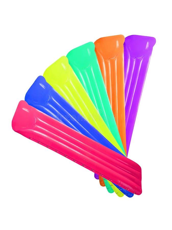 Satz der mehrfarbigen aufblasbaren sich hin- und herbewegenden Poolflossmatratze in Fa lizenzfreies stockbild