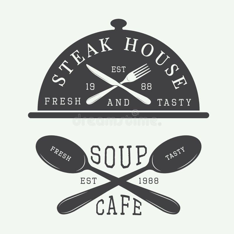 Satz des Weinlesecafé- und -Steakhauslogos, Ausweis und Emblem mit Löffeln, Gabeln und Messern vektor abbildung