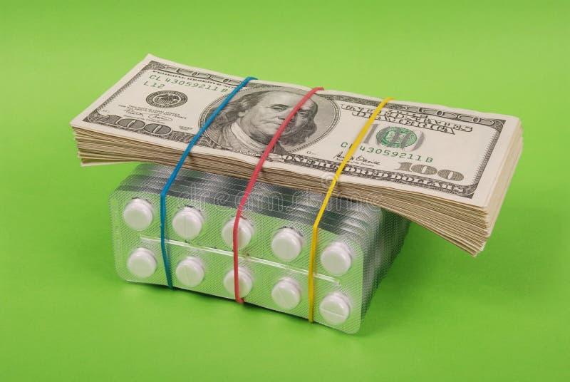 Satz Dollar legt auf Verpackung der weißen Tabletten stockfotografie