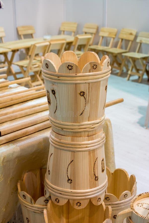 Satz Eimer hergestellt vom Holz lizenzfreies stockfoto