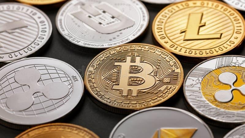 Satz einer Münze der Schlüsselwährung auf einem dunklen Hintergrund Geschäfts-, Finanz- und Technologiekonzept lizenzfreies stockfoto
