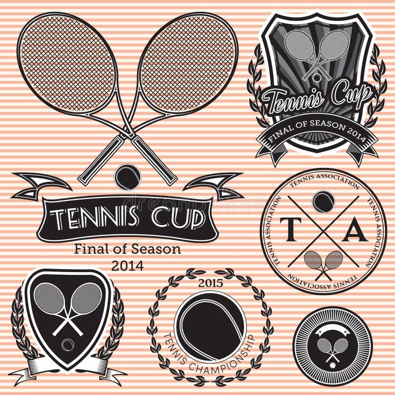Satz Embleme auf großem Tennis vektor abbildung