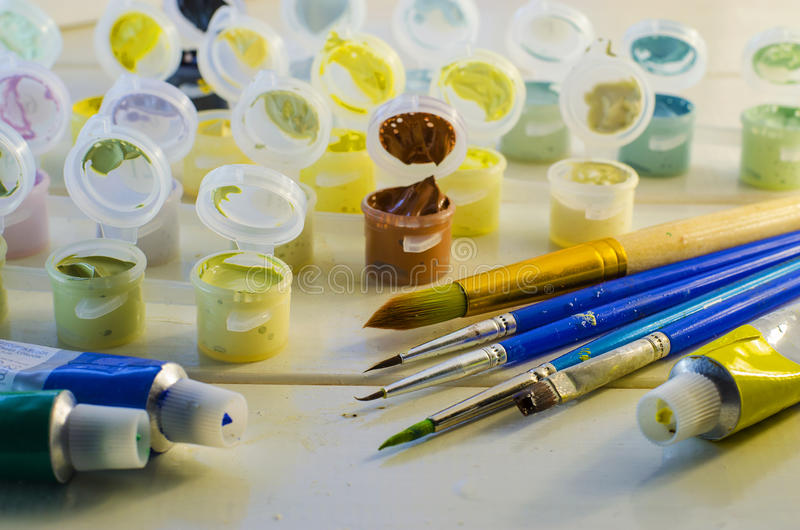 Satz farbige Acrylfarben lizenzfreie stockfotos