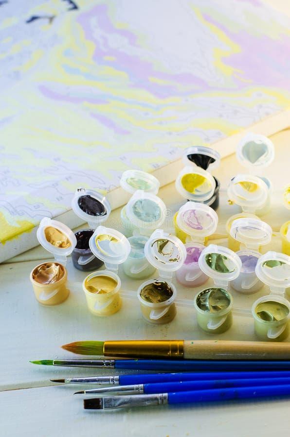 Satz farbige Acrylfarben lizenzfreies stockbild