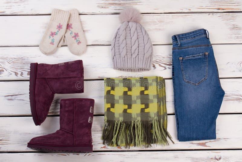 Satz Frauen ` s Winterabnutzung stockfoto