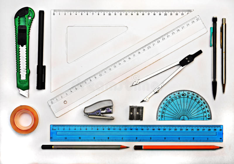 Satz GeometrieZiehwerkzeuge lokalisiert auf Weiß stockfoto