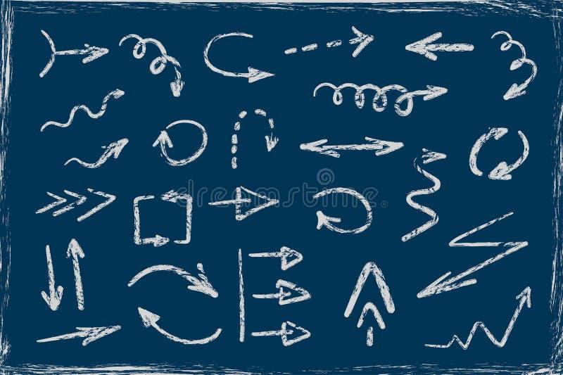 Satz gezeichnete Pfeile des Schmutzes Hand auf blauem Brett lizenzfreie abbildung