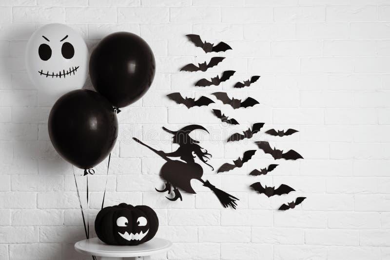 Satz Halloween-Dekorationen stockbild