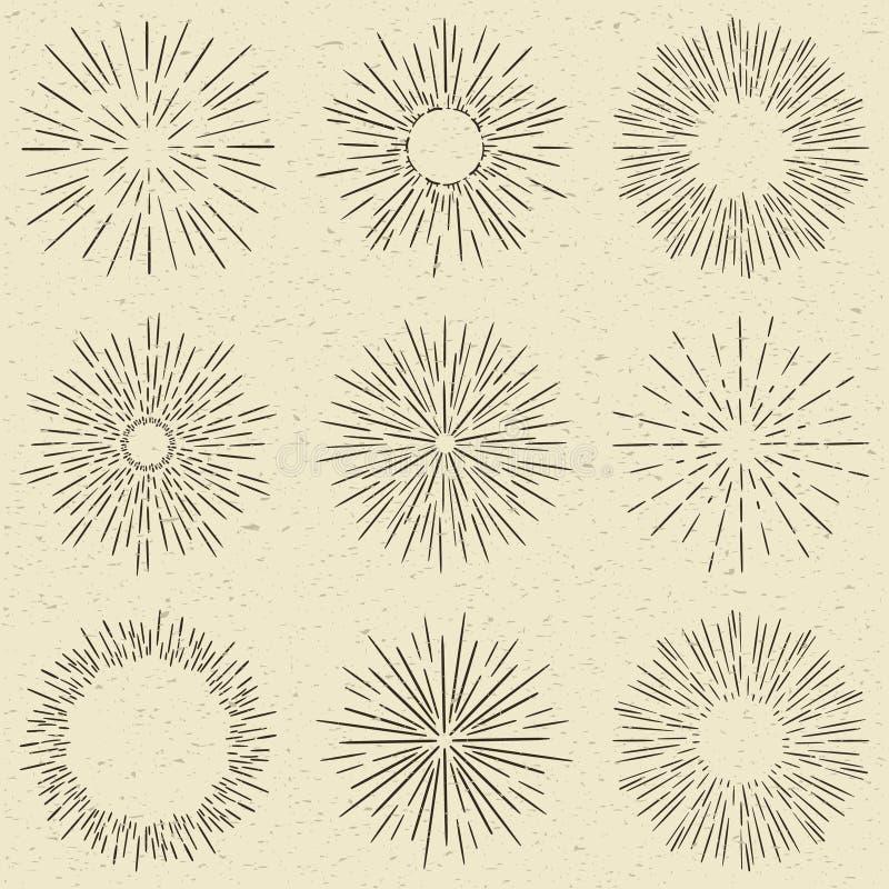 Satz Hand gezeichneter Retro- Sonnendurchbruch, Feuerwerke oder Bersten strahlt Gestaltungselemente aus Weinleseart, Schmutzpapie lizenzfreie abbildung
