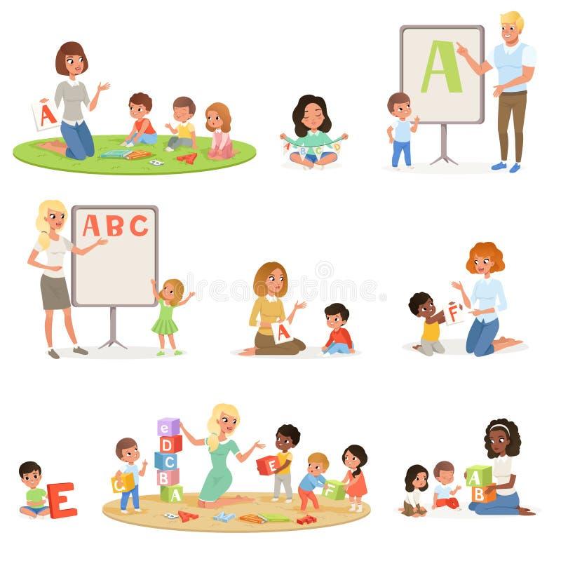 Satz Kinder, die Sprachtherapie mit Lehrern tun Entwicklung des Kindess-Mitte Scherzt Alphabetbuchstaben durch Spiel lizenzfreie abbildung