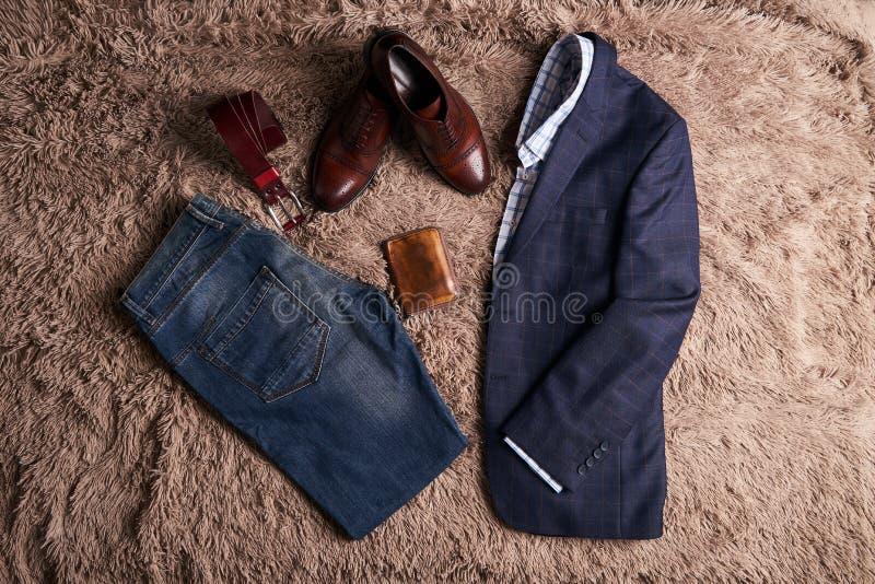 Satz klassische Männer ` s Kleidung lizenzfreie stockfotografie