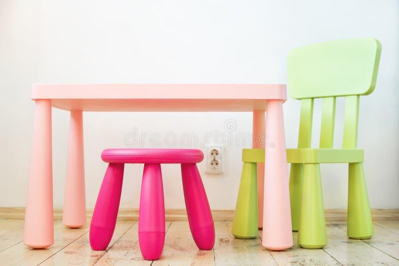 Satz Möbel der Kinder stockbild
