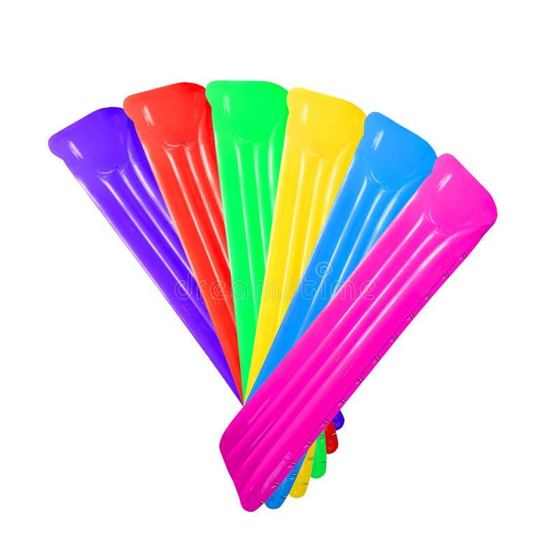 Satz mehrfarbiges aufblasbares sich hin- und herbewegendes Poolfloss-Matratze isola stockfoto