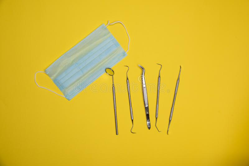 Satz Mundpflege Kit Including Anti Fog Mirror, Weinstein-Schaber, zahnmedizinische Auswahl, zahnmedizinischer Schaber, zahnmedizi lizenzfreies stockfoto