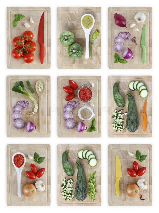 Satz Schneidebretter mit vielem Gemüse lokalisiert auf weißem BAC lizenzfreie stockfotografie