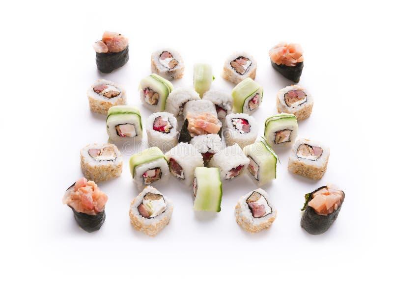 Satz Sushi, maki und Rollen lokalisiert auf weißem Hintergrund stockbilder