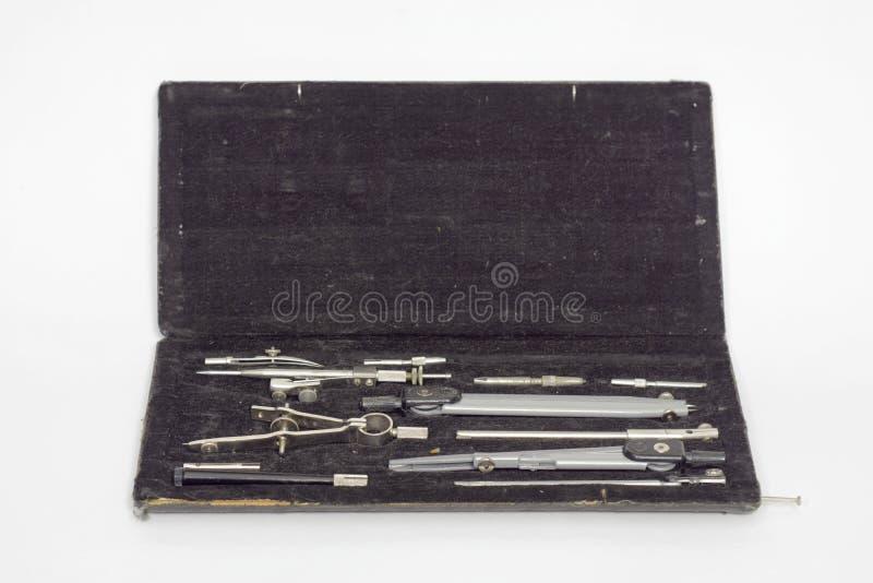 Satz technische Zeichnungsinstrumente der Präzision im schwarzen Kasten stockfotos