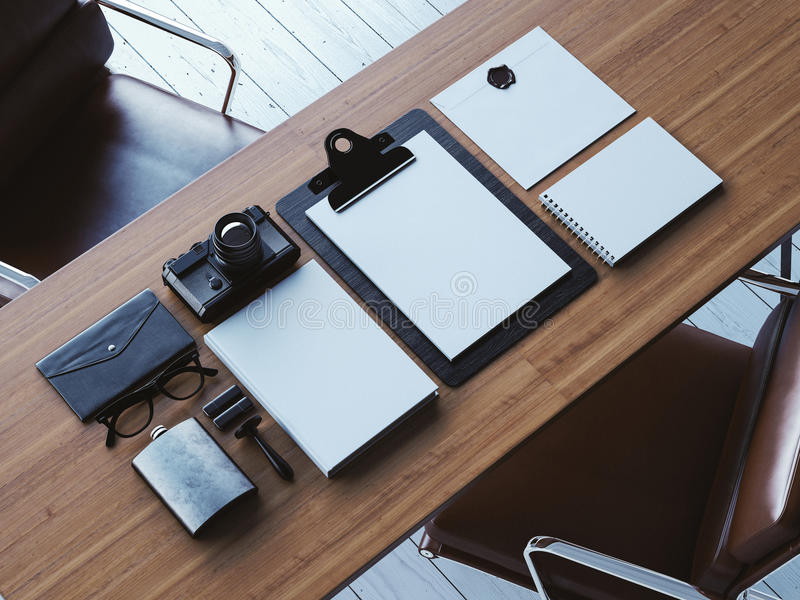 Satz weiße moder Elemente auf der braunen Tabelle 3d stockfotografie